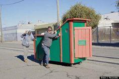 Eu já vi artistas transformarem lixo em coisas legais... mas ISSO é absolutamente brilhante! - Awebic