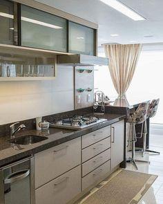 Cozinha pequena - Armário com muitas gavetas