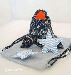 Image de Coussin fusée ET DANS étoiles Un joli tissu Cène Liberté