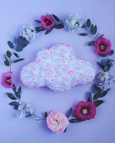 Petit Coussin Nuage en Liberty Betsy Rose Dragée, RESERVATION Solène ! : Chambre d'enfant, de bébé par…