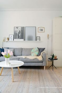 You actually belong to those groups those who rarely care about glamour and also over-the-top designs for your home, then this is definitely your cup of joe. Look at this article for 20 diy home decor ideas on budget. Home Living Room, Living Room Designs, Living Room Decor, Decoration Photo, Living Room Inspiration, Interior Inspiration, Diy Home Decor, Family Room, House Design