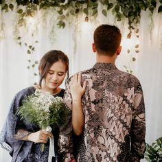 Engagement Photography, Photography Poses, Indonesian Wedding, Engagement Decorations, Engagement Pictures, Photo Poses, Wedding Photos, Skincare, Wedding Inspiration