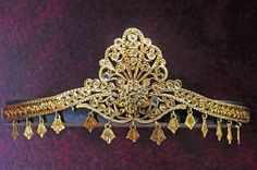 Africa | Tiara. Gold and precious stones. Fez. 20th century | Le Musée Abderrahman Slaoui