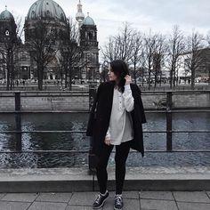 One day after the other. That's how I live my life this year. ❤️ Guten Morgen & habt einen schönen zweiten Tag. Wir waren gestern in der Stadt und haben ein paar Fotos gemacht und viel gelacht. Also ein schöner erster Tag. #austrianblogger #travel #wanderlust