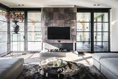 Living room design by Linda Lagrand - luxurious, modern, warm, fireplace with leather Residential Interior Design, Home Interior Design, Interior Styling, Living Room With Fireplace, Living Room Decor, Diy Furniture Videos, Luxury Living, Interior Inspiration, Decorating Your Home