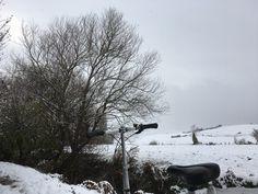 La primera nevada de la temporada en Arkaia. Y nos ha pillado en bici... ¡qué gozada! ¡Buen finde! Turismo rural en Vitoria-Gasteiz  Nekatur Nekazalturismoa-Landaturismoa Toprural  Turismo Vitoria  Álava Turismo