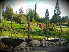 aita heinäseipäistä - Google-haku Garden Inspiration, Garden Ideas, Flower Beds, Garden Bridge, Wedding Decorations, Cottage, Outdoor Structures, Plants, Summer