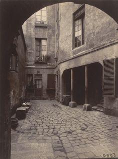53 Rue Saint-André-Des-Arts. 1905. Eugène Atget