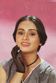 Padmini Kolhapure, Vintage Bollywood, Bollywood Stars, 1980s, Chokers, Fashion, Anos 80, Moda, Fashion Styles