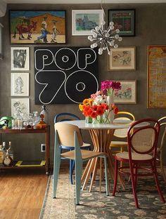 Cadeiras coloridas para um lar despretencioso