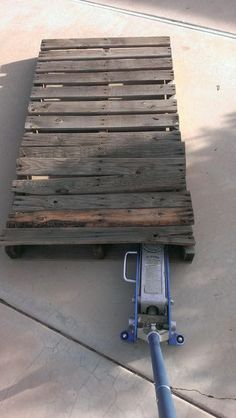 How to Disassemble a Pallet Without a Saw.
