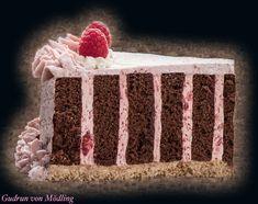Wickeltorte mit Himbeer Fülle und Knusperboden - Gudrun von Mödling Bee Cakes, Let Them Eat Cake, Food And Drink, Sweets, Gudrun, Desserts, Recipes, Muffins, Kids