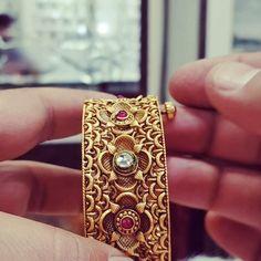 Resin Jewelry, Beaded Jewelry, Silver Jewelry, Fine Jewelry, Gold Bangles Design, Jewelry Design, Antique Gold, Antique Jewelry, Designer Anarkali
