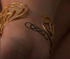 O infinito duplo mais bonito que já vi! ou encantador, pois a série me encanta... A tatuagem da Emily de Revenge. / double infinity