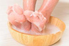 Aprende a tratar de manera natural las durezas de los pies y los talones agrietados.