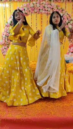 Best Wedding Dance, Wedding Dance Video, Indian Wedding Video, Bridal Songs, Simple Dance, Beautiful Girl Dance, Indian Wedding Photography Poses, Haldi Ceremony, Stylish Dresses For Girls