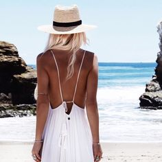 Loving this beachy look! The Fedora really adds an extra kick to this effortless outfit :)