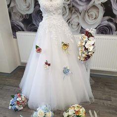 Svatební kytice z umělých květnin Lace Wedding, Wedding Dresses, Formal Dresses, Fashion, Bride Dresses, Dresses For Formal, Moda, Bridal Gowns, Formal Gowns