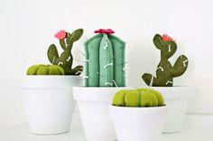 cactus pincushion DIY (click through for tutorial) diy pin cushions Cactus Pincushion DIY - A Beautiful Mess Decoration Cactus, Cactus Craft, Paper Cactus, Diy Piñata, Fun Diy, Dremel 3000, Felt Succulents, Do It Yourself Inspiration, Crafts To Make And Sell