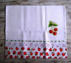 32 Dish Towels, Tea Towels, Sewing Crafts, Sewing Projects, Towel Crafts, Sewing Appliques, Mug Rugs, Artisanal, Fabric Painting