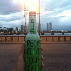 Uma singela homenagem a essa terra tão linda. Meu Recife  #garrafaspersonalizadas #garrafasornamentais #garrafapersonalizada #garrafasdevidro #mundoPosca #canetasPosca #poscaBrasil #flores #presente #amor #decoracao #artesanato #feitoamao #garrafadecorada #mudeodiadealguem #recife #euamorecife #pontes #pernambuco #riocapibaribe #recifeantigo #sustentabilidade #presentessustentaveis #garrafas #art #arte by amoremgestos http://ift.tt/1OO4HnO