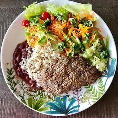 #Almoço, #lunchtime #salada, #mixdefolhas, #tomatinho, #cenouraralada , #manga, #chuchu, #pimentão , #arrozintegral , #feijãoroxo, #bifedealcatra, #tudogostoso, #borasersaudavel , #foco, #equilibriosempre ! Um prato bem completo porque mais tarde tem treino!💪🏼👊 Mais energia para malhar pesado e eliminar as calorias das jacadas do natal.