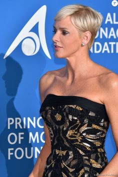Princess+Charlene+Atelier+Versace+gown+couture.jpg (950×1426)