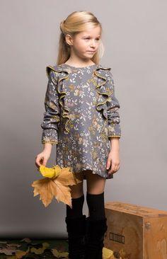 Pilar Batanero Herbst Winter 2017 Kollektion in Grautnen, Baby Girl Dresses, Baby Dress, Cute Dresses, The Dress, Little Girl Outfits, Little Girl Fashion, Kids Outfits, Kids Winter Fashion, Kids Fashion