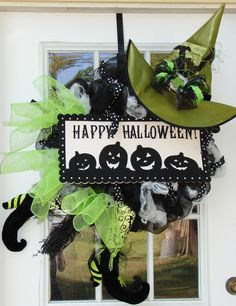Poly Deco Mesh Wreath - Bing Images I'm not a fan of Halloween but this is really cute!
