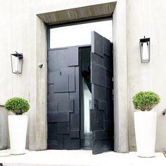 Not your average entry Door🤩👌 Iron Front Door, Front Doors, Exterior Entry Doors, Sliding Door Design, Contemporary Doors, Wrought Iron Doors, Home Projects, Facade, Outdoor Living