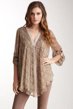 so cute ..... v-neck, long sleeves. longer front hem, all over print with contrasting neckline in taupe & pink
