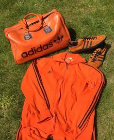 Boy do I not like orange, as Peter Taylor famously said. A Dutch feel to this combo of Peter Black holdall, Trinidad and Tobagos and trackie top