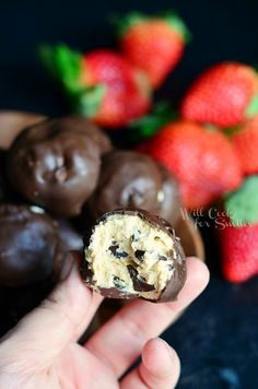 (No Bake) Chocolate Covered Peanut Butter Cheesecake Bites | from willcookforsmiles.com #peanutbutter #chocolate