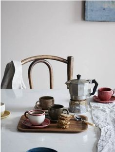 Retro table setting inspiration and kitchen style ideas. For more visit Redonline.co.uk