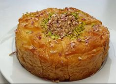 cheeseCake μπακλαβα Greek Desserts, Greek Recipes, Desert Recipes, Baklava Cheesecake, Cheesecake Recipes, Cypriot Food, Sweet Pastries, Homemade Cakes, Deserts
