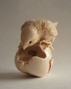 Птенец на груше Bird Netsuke