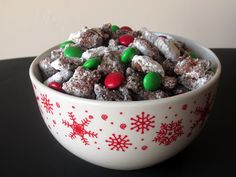 Christmas Muddy Buddies | Love to be in the Kitchen