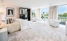 17 Stunning Master Bedroom Design Ideas – Modern Home Huge Bedrooms, Huge Master Bedroom, Luxurious Bedrooms, Luxury Bedrooms, Modern Bedrooms, Master Suite, Celebrity Bedrooms, Celebrity Houses, Celebrity Style