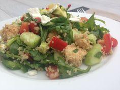 Quinoa salade met kip, munt, avocado en feta