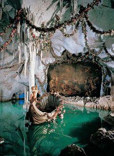 King Ludwig's Blue Venus grotto at Linderhof Castle, Bavaria, Germany. Art Et Architecture, Beautiful Architecture, Classical Architecture, Linderhof Palace, Living Room Decor Traditional, Traditional Decor, Elegant Homes, Belle Photo, Venus