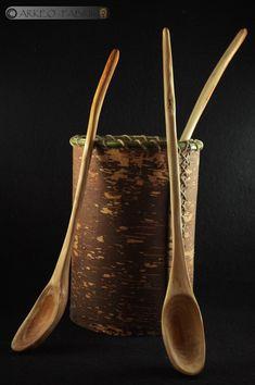 Récipient en écorce de bouleau et cuillères en bois, néolithique, réalisés pour le Musée de Feurs (42). Archaeology, Birch Bark, Wood Spoon