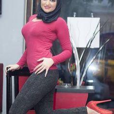 Gambar mungkin berisi: satu orang atau lebih, orang duduk dan dalam ruangan Hijab Fashion Summer, Modern Hijab Fashion, Hijab Prom Dress, Hijab Outfit, Beautiful Hijab Girl, Beautiful Asian Girls, Hot Muslim, Muslim Beauty, Cigar Girl