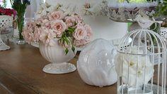 Inspiração de decoração para seu evento personalizado. Glass Vase, Home Decor, Event Decor, Wedding Decoration, Events, Decoration Home, Room Decor, Home Interior Design, Home Decoration