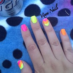 Neon Nails + beach + beer = summer <3      Photo by vixen_nails