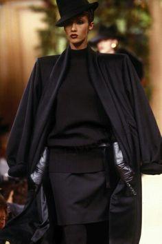 Iman Bowie en Juillet 1988. Haute couture hiver 1988/89. Photo Guy Marineau