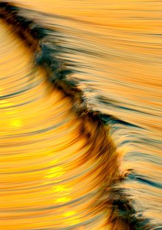 Santa Barbara-based photographer David Orias captures waves the the light that is reflected off of them in his photo series. Image Nature, All Nature, Water Waves, Ocean Waves, Fuerza Natural, Cool Photos, Beautiful Pictures, Inspiration Artistique, Mellow Yellow