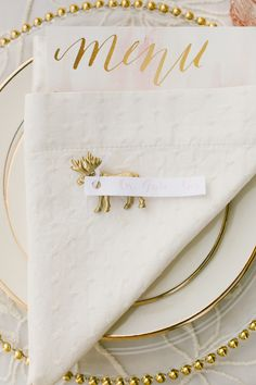 La Tavola Fine Linen Rental: Chelsea Natural Napkin with Peony Organza over Topaz Ivory | Photography: onelove photography, Event Design & Planning: A Savvy Event, Floral Design: Twigss Floral Design