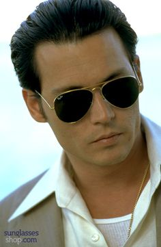 Johnny Depp wears the Ray-Ban Aviator in Donnie Brasco