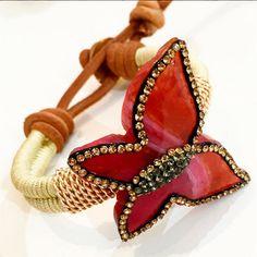 Bracelets By Vila Veloni Beige Macrame And Butterfly (Red)