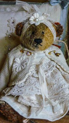 Elissa « Border Company  ~ I love the shabby bears with the little flowered headbands.